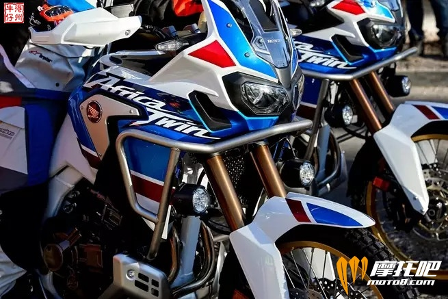 2018-honda-africa-twin-adventure-sports_action_image_1.jpg