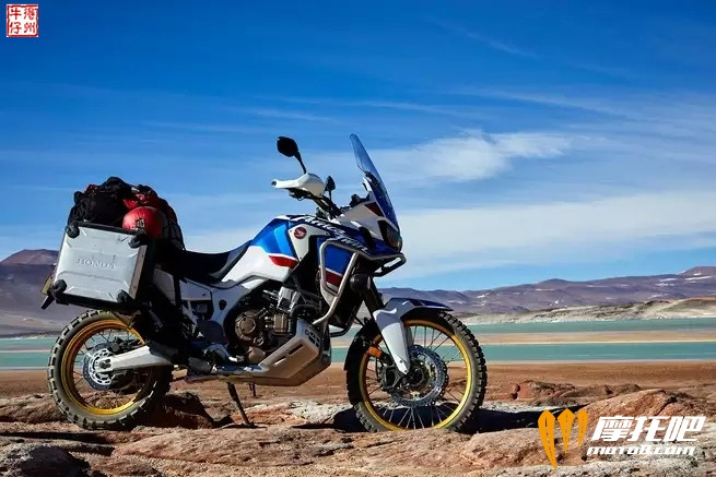 2018-honda-africa-twin-adventure-sports_action_image_9.jpg