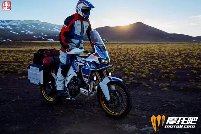 2018-honda-africa-twin-adventure-sports_action_image_5.jpg