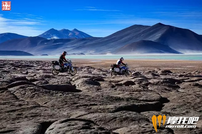 2018-honda-africa-twin-adventure-sports_action_image_8.jpg