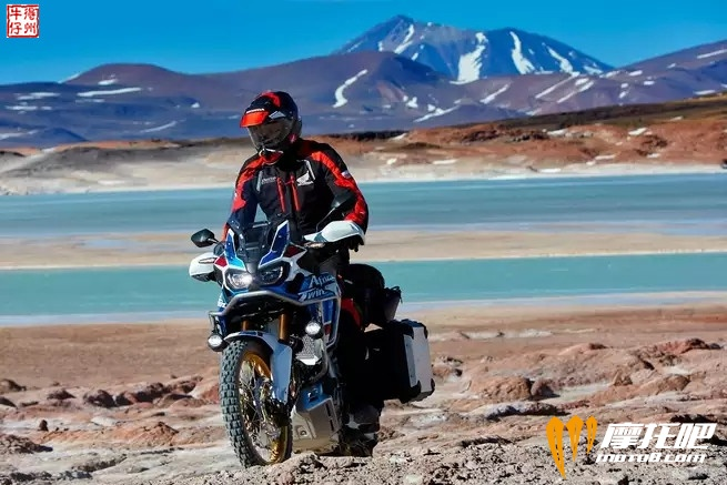 2018-honda-africa-twin-adventure-sports_action_image_12.jpg
