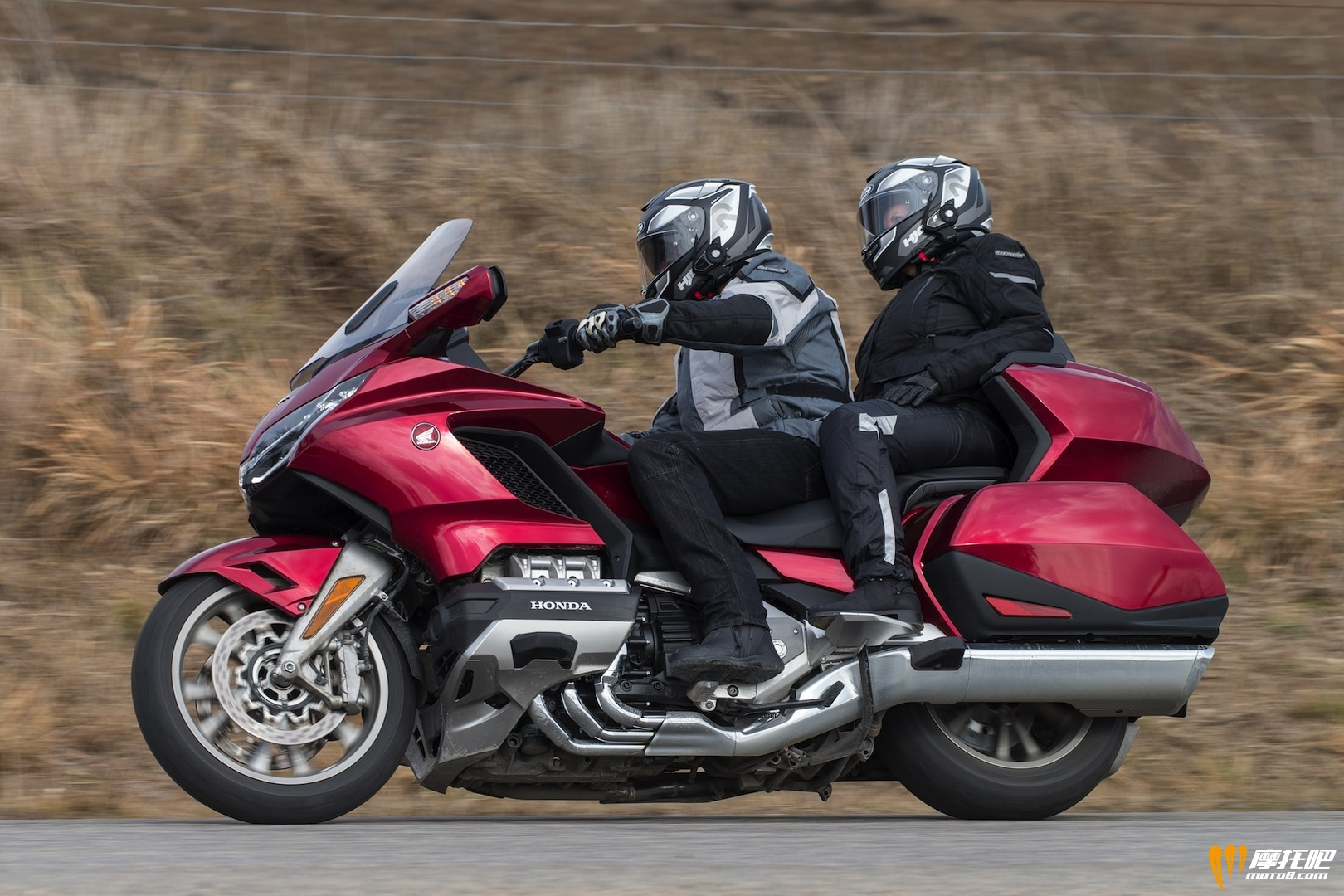 2018-Honda-Gold-Wing-Tour-DCT-Review-Motorcycle-5 (1).jpg