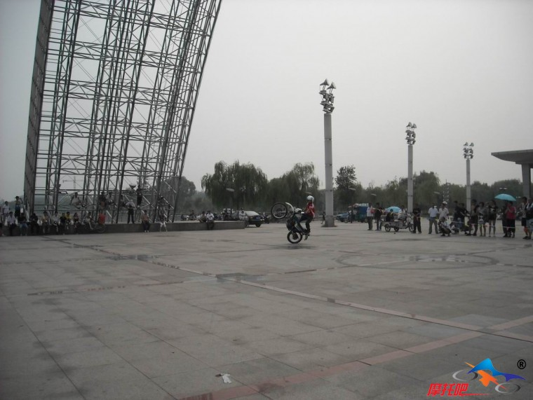 邯郸征服者摩托车俱乐部参加聊城市水城铁骑